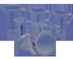 Plastikowe lejki i zlewki miarowe